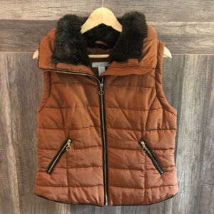NWOT H&M brown vest with fur on neckline Sz: small